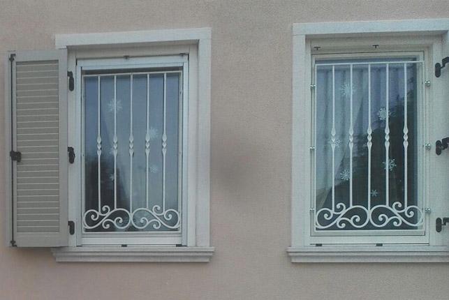 Ferro in arte artisti del ferro battuto - Inferriate per finestre in ferro battuto ...